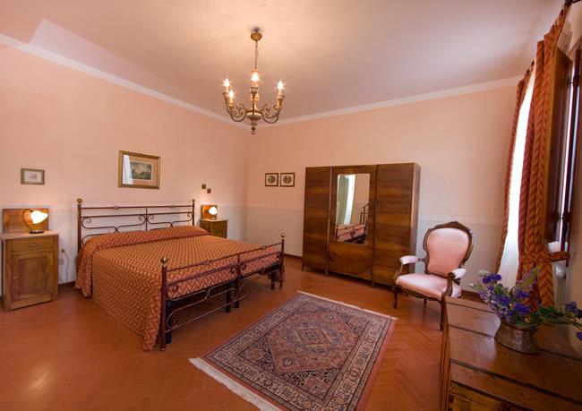 Camere casale degli ulivi charme relax in toscana for Pareti per camere da letto